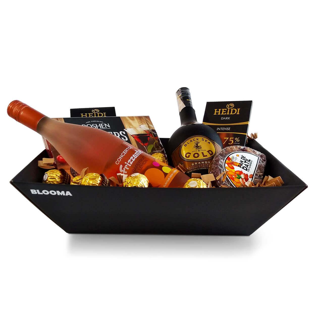 кутия злато с бренди black sea gold, напитка грейпфрут и лимон, фурми, 2 броя шоколади хайди и бонбони shooters и фереро рошер