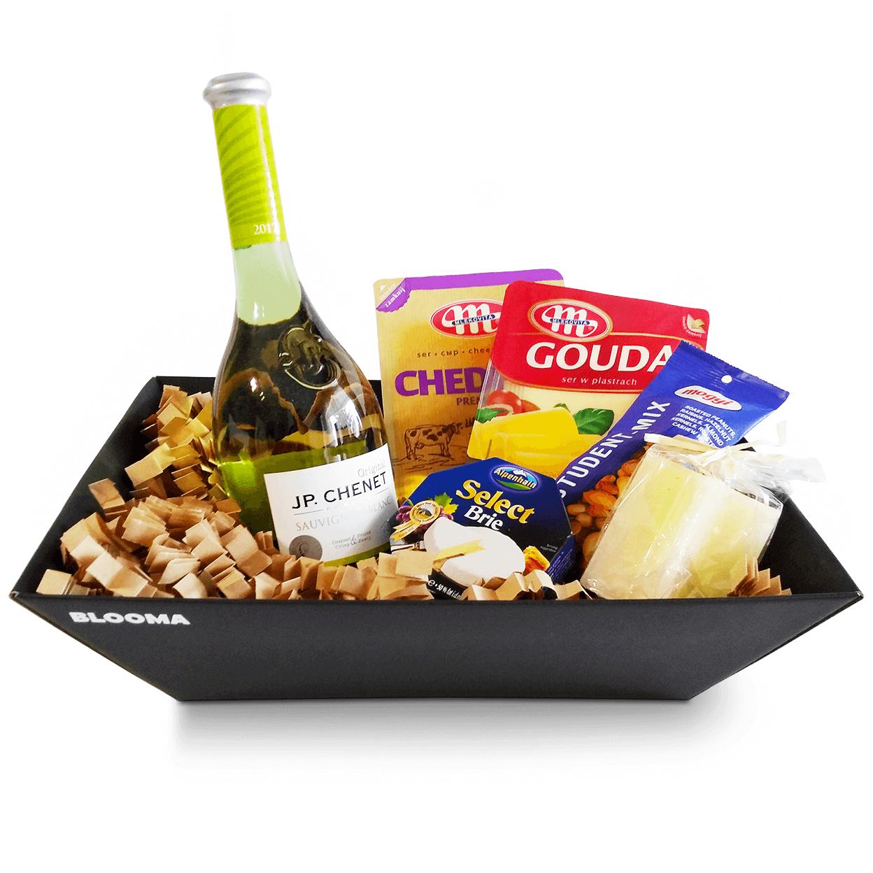 финес нова подаръчна кутия сирене чедър гауда и бри с 3 вида сирена jp chenet бяло вино микс от ядки декорирана с опакована ароматна свещ ванилия