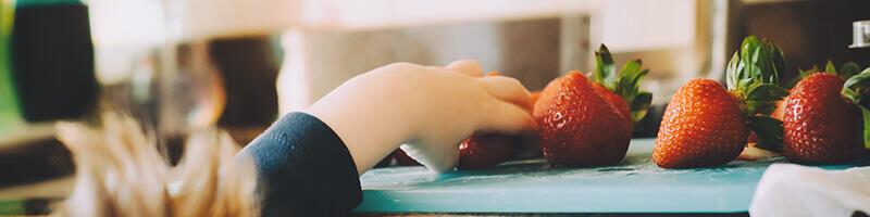 Сет за хранене – лигавник и прибори хубава идея за подарък