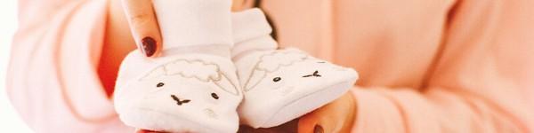 Обувчици подарък от кръстниците софия